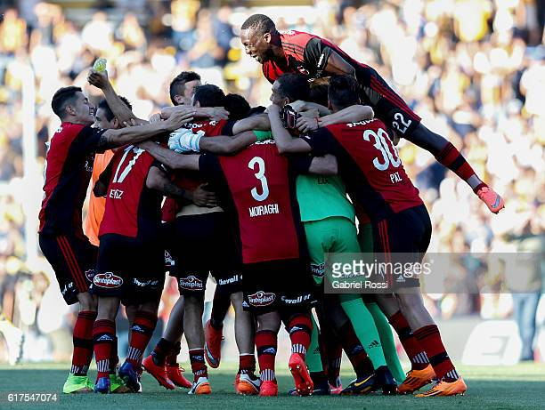 Players of Newell's Old Boys celebrate after winning a match between Rosario Central and Newell's Old Boys as part of Torneo Primera Division 2016/17...