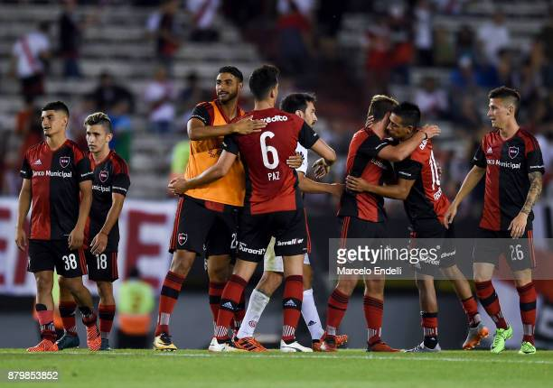 Players of Newell's Old Boys celebrate after winning a match between River and Newell's Old Boys as part of Superliga 2017/18 at Monumental Stadium...