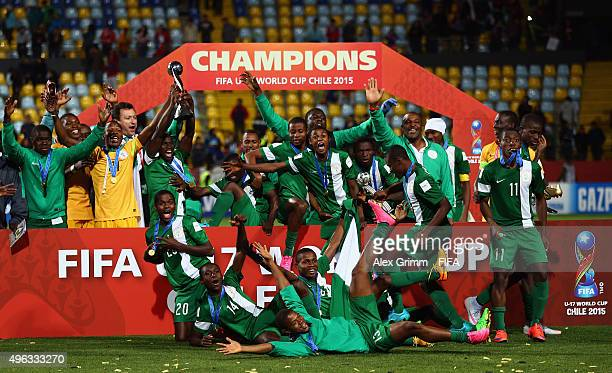 Players of Nigeria celebrate with the trophy after winning the FIFA U17 World Cup Chile 2015 Final between Mali and Nigeria at Estadio Sausalito on...