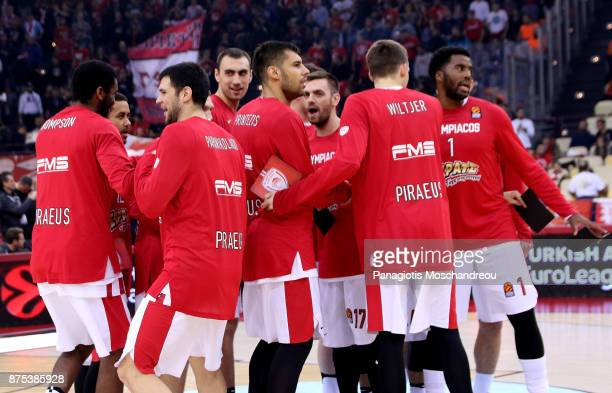 Players of Olympiacos gather during the 2017/2018 Turkish Airlines EuroLeague Regular Season Round 8 game between Olympiacos Piraeus and Crvena...