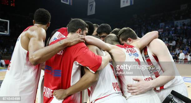 Players of Olympiacos Piraeus celebrate victory during the 2016/2017 Turkish Airlines EuroLeague Playoffs leg 4 game between Anadolu Efes Istanbul v...