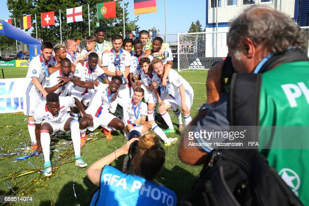 Players of Olympique Lyon celebrate winninge during the Finale for the Blue Stars/FIFA Youth Cup 2017 between Olympique Lyon and RSC Anderlecht at...