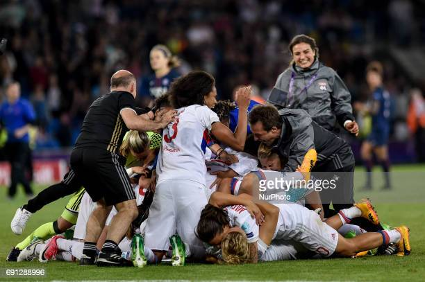 Players of Olympique Lyonnais celebrates the victory during the UEFA Women's Champions League Final between Lyon Women and Paris Saint Germain Women...