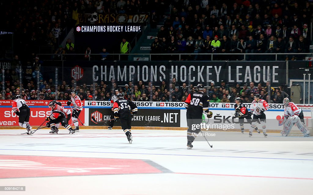 Players of Oulu and of Gothenburg battle for the puck during the Champions Hockey League final game between Karpat Oulu and Frolunda Gothenburg at Oulun Energia-Areena on February 9, 2016 in Oulu, Finland.