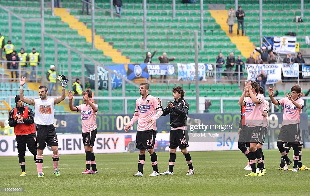 Players of Palermo applaud supporters after losing the Serie A match between US Citta di Palermo and Atalanta BC at Stadio Renzo Barbera on February 3, 2013 in Palermo, Italy.