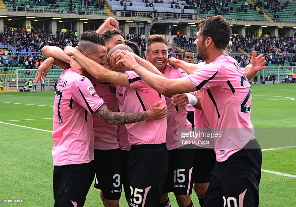 Players of Palermo celebrate after scoring their second goal during the Serie A match between US Citta di Palermo and UC Sampdoria at Stadio Renzo Barbera on May 1, 2016 in Palermo, Italy.