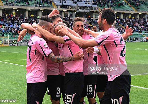 Players of Palermo celebrate after scoring their second goal during the Serie A match between US Citta di Palermo and UC Sampdoria at Stadio Renzo...