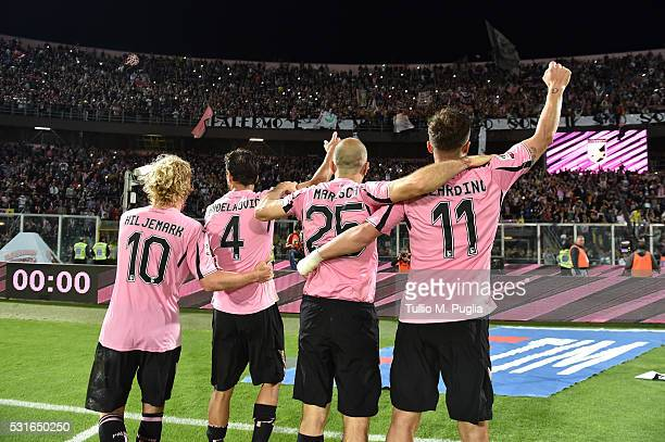 Players of Palermo celebrate after winning the Serie A match between US Citta di Palermo and Hellas Verona FC at Stadio Renzo Barbera on May 15 2016...