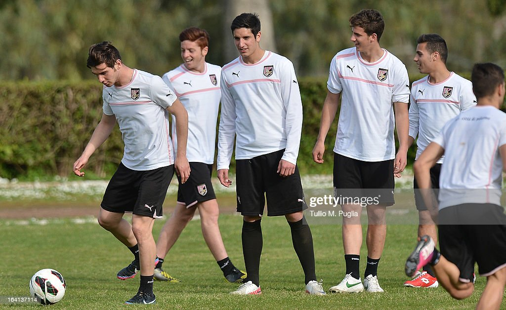 Players of Palermo in action during a Palermo training session at Tenente Carmelo Onorato Sports Center on March 22, 2013 in Palermo, Italy.