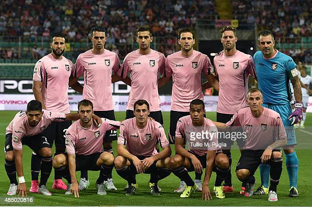 Players of Palermo pose for a team shot during the Serie A match between US Citta di Palermo and Genoa CFC at Stadio Renzo Barbera on August 23 2015...