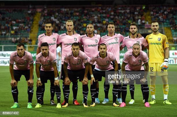 Players of Palermo pose for a team shot during the Serie B match between US Citta di Palermo and AC Spezia at Stadio Renzo Barbera on August 26 2017...