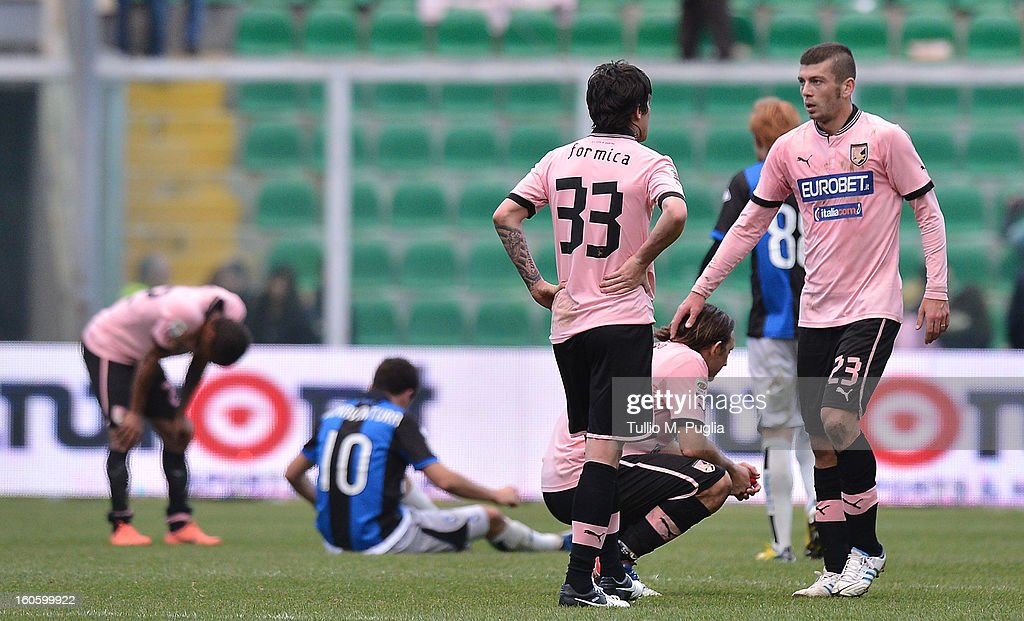 Players of Palermo show their dejection after losing the Serie A match between US Citta di Palermo and Atalanta BC at Stadio Renzo Barbera on February 3, 2013 in Palermo, Italy.