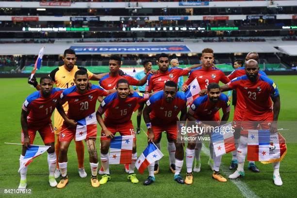 Players of Panama pose prior the match between Mexico and Panama as part of the FIFA 2018 World Cup Qualifiers at Estadio Azteca on September 1 2017...