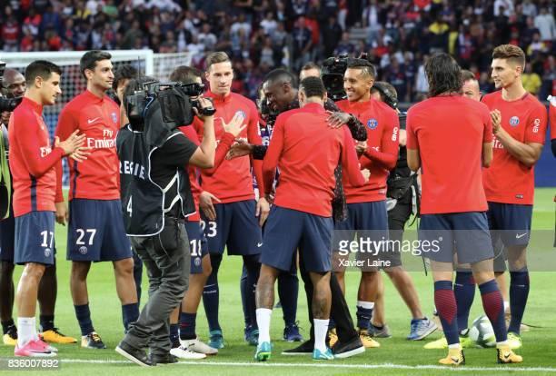 Players of Paris SaintGermain celebrate the departure of Blaise Matuidi at Juventus in Turin before the French Ligue 1 match between Paris Saint...
