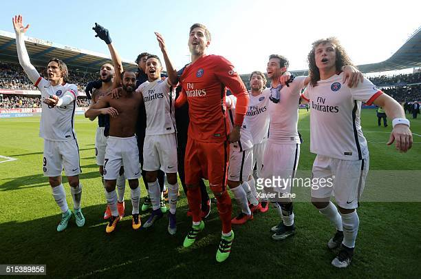 Player's of Paris SaintGermain celebrate the victory of championship after the French Ligue 1 between ESTAC Troyes and Paris SaintGermain at Stade de...