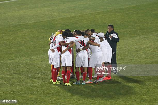 Players of Peru have a pregame meeting prior the 2015 Copa America Chile Semi Final match between Chile and Peru at Nacional Stadium on June 29 2015...