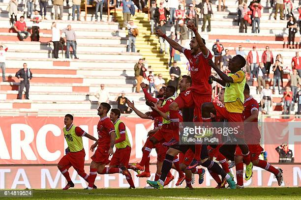 Players of Perugia celebrate after winning the Serie B match between AC Perugia and AS Cittadella at Stadio Renato Curi on October 15 2016 in Perugia...