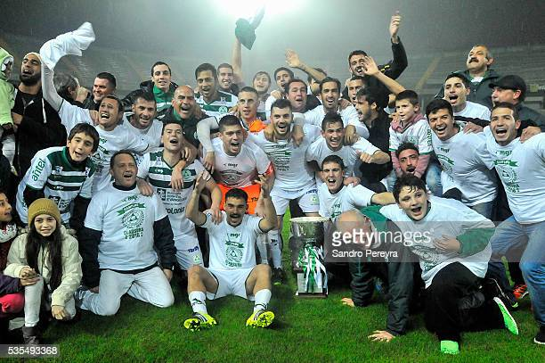 Players of Plaza Colonia celebrate their Championship after a match between Penarol and Plaza Colonia as part of Campeonato Uruguayo at Campeon del...