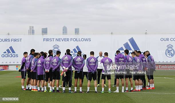Players of Real Madrid hold a minute's silence for the victims of the plane crash involving the Brazilian club Chapecoense before a training session...