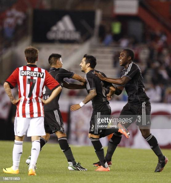 Players of River Plate celebrate a goal during a match between River Plate and Estudiantes as part of Torneo Inicial at Antonio Vespucio Liberti...