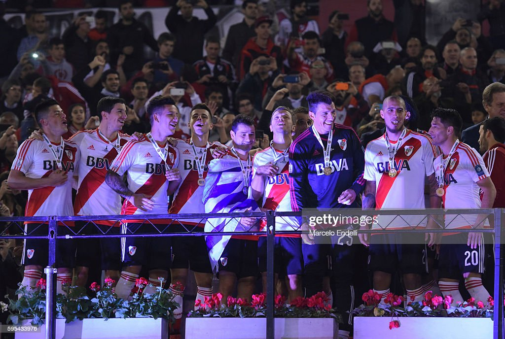 Players of River Plate celebrate after winning the Recopa Sudamericana 2016 during a second leg match between River Plate and Independiente Santa Fe...