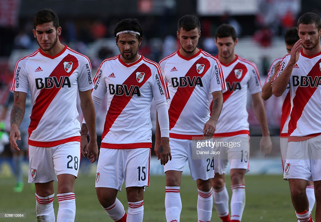 Players of River Plate, leave the field at the end of the first half during a match between River Plate and Velez Sarsfield as part of Torneo Transicion 2016 at Antonio Vespucio Liberti Stadium on April 30, 2016 in Buenos Aires, Argentina.