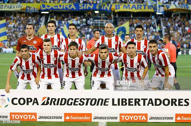 Players of River Plate pose for a photo prior the match between Rosario Central and River Plate as part of Copa Bridgestone Libertadores 2016 at...