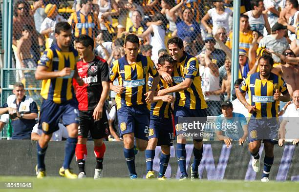 Players of Rosario Central celebrate the first goal during a match between Rosario Central and Newell's Old Boys as part of the 12th round of Torneo...