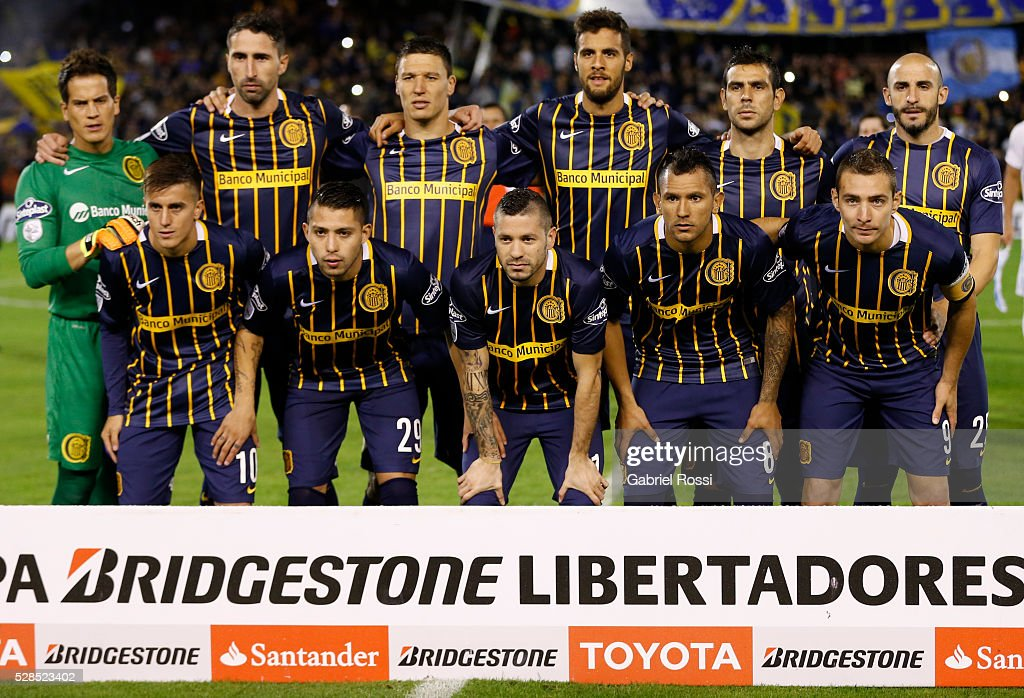 Players of Rosario Central pose for a photo prior the second leg match between Rosario Central and Gremio as part of Copa Bridgestone Libertadores 2016 as part of round of 16 of Copa Bridgestone Libertadores 2016 at Gigante de Arroyito Stadium on May 05, 2016 in Rosario, Argentina.