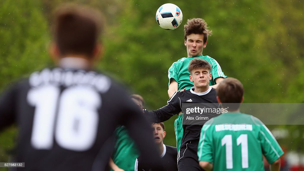 Players of Sachsen and Niederrhein during their final match during the U16 Juniors Federal Cup at Sportschule Wedau on May 03, 2016 in Duisburg, North Rhine-Westphalia.
