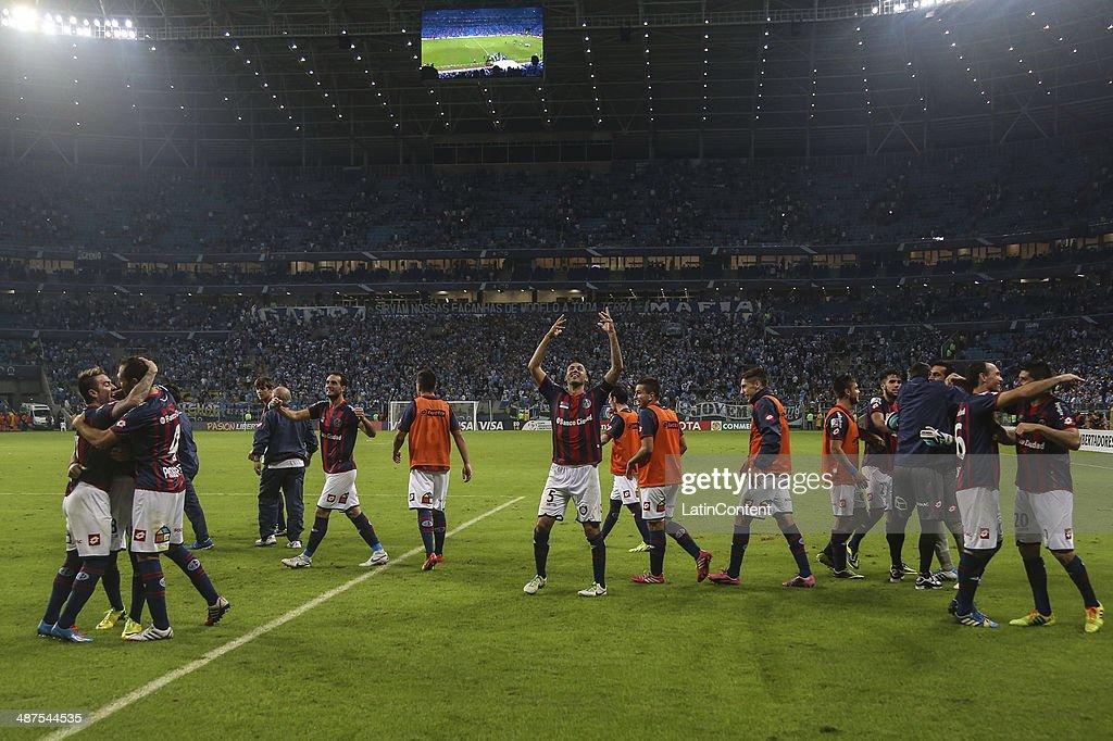 Players of San Lorenzo celebrate after winning the match between Gremio v San Lorenzo as part of round of sixteen of Copa Bridgestone Libertadores 2014 at Gremio Arena on April 30, 2014 in Porto Alegre, Brazil.
