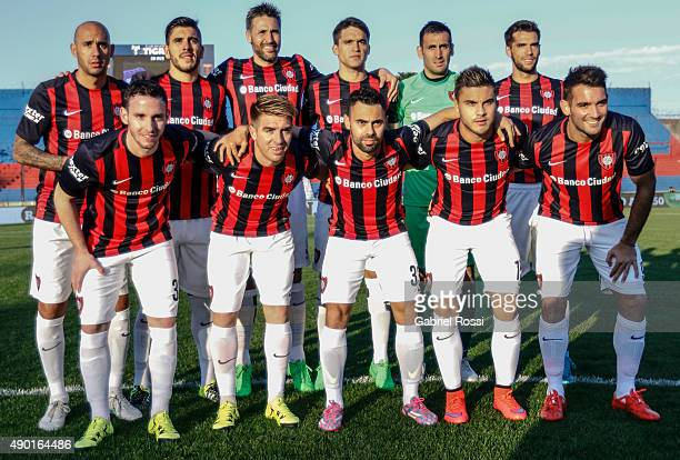 Players of San Lorenzo pose for a photo prior to a match between Tigre and San Lorenzo as part of round 26th of Torneo Primera Division 2015 at Jose...