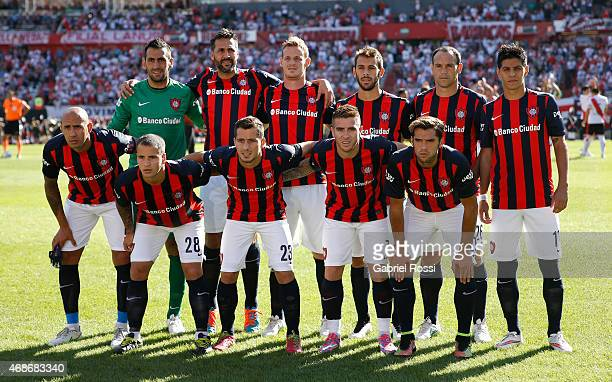 Players of San Lorenzo pose for a photo prior to a match between River Plate and San Lorenzo as part of eight round of Torneo Primera Division 2015...