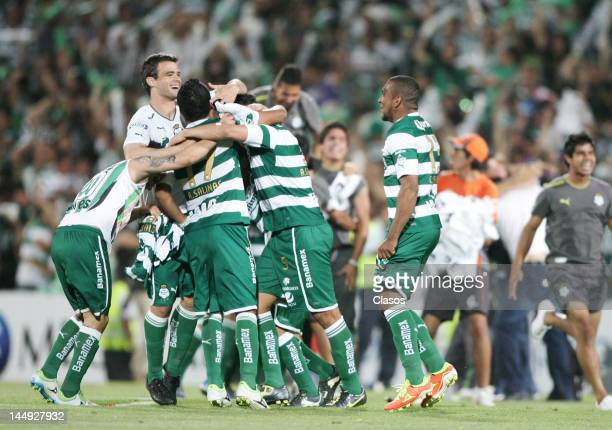Players of Santos Laguna celebrate after win the second game for the finals at the Torneo de Clausura 2012 in the TSM Stadium on May 20 2012 in...