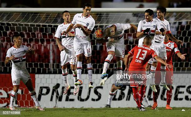 Players of Sao Paulo jumps in the wall during a free kick from Christian Cueva of Toluca during a match between Sao Paulo and Toluca as part of Group...