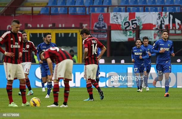Players of Sassuolo celebrate the equalizing goal during the Serie A match between AC Milan and US Sassuolo Calcio at Stadio Giuseppe Meazza on...