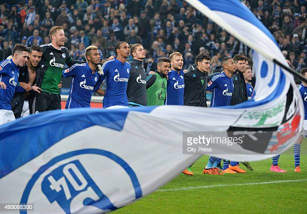 Players of Schalke 04 celebrate the 21 home victory with the fans during the game between Schalke 04 and Hertha BSC on October 17 2015 in...