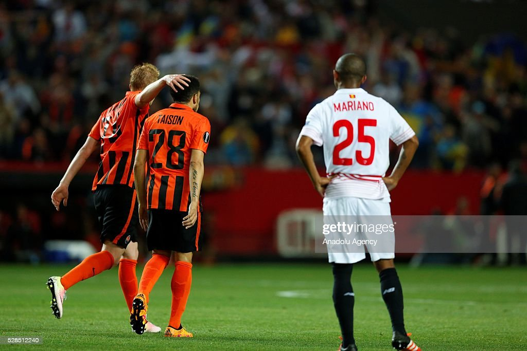 Players of Shakhtar Donetsk celebrate their score during the UEFA Europa League semi-final second leg football match between Sevilla and Shakhtar Donetsk at the Sanchez Pizjuan Stadium in Sevilla, Spain on May 5, 2016.