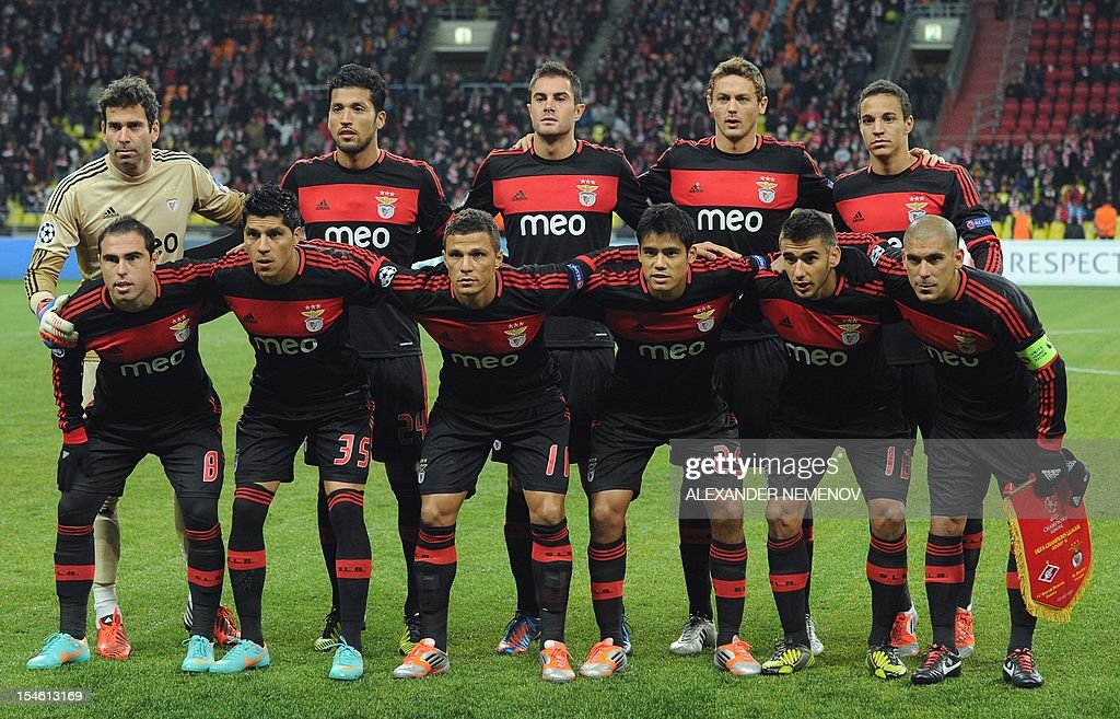 Players of SL Benfica pose for a photo before their UEFA Champions League group G football match against Spartak Moskva in Moscow on October 23, 2012. AFP PHOTO / ALEX ANDER NEMENOV