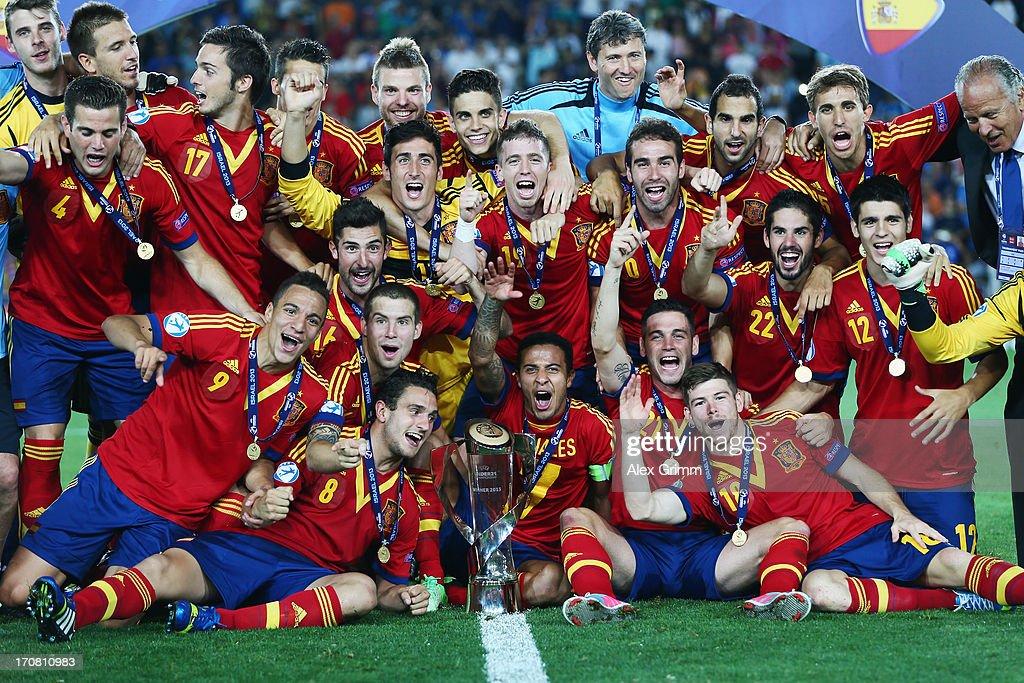 Players of Spain celebrate winning the UEFA European U21 Championship final match against Italy at Teddy Stadium on June 18, 2013 in Jerusalem, Israel.