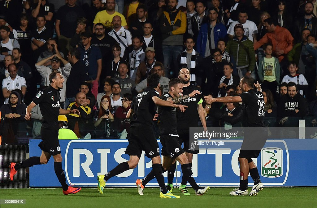 Players of Spezia celebrate after scoring the opening goal during the Serie B playoff match between AC Cesena and AC Spezia on May 24, 2016 in Cesena, Italy.