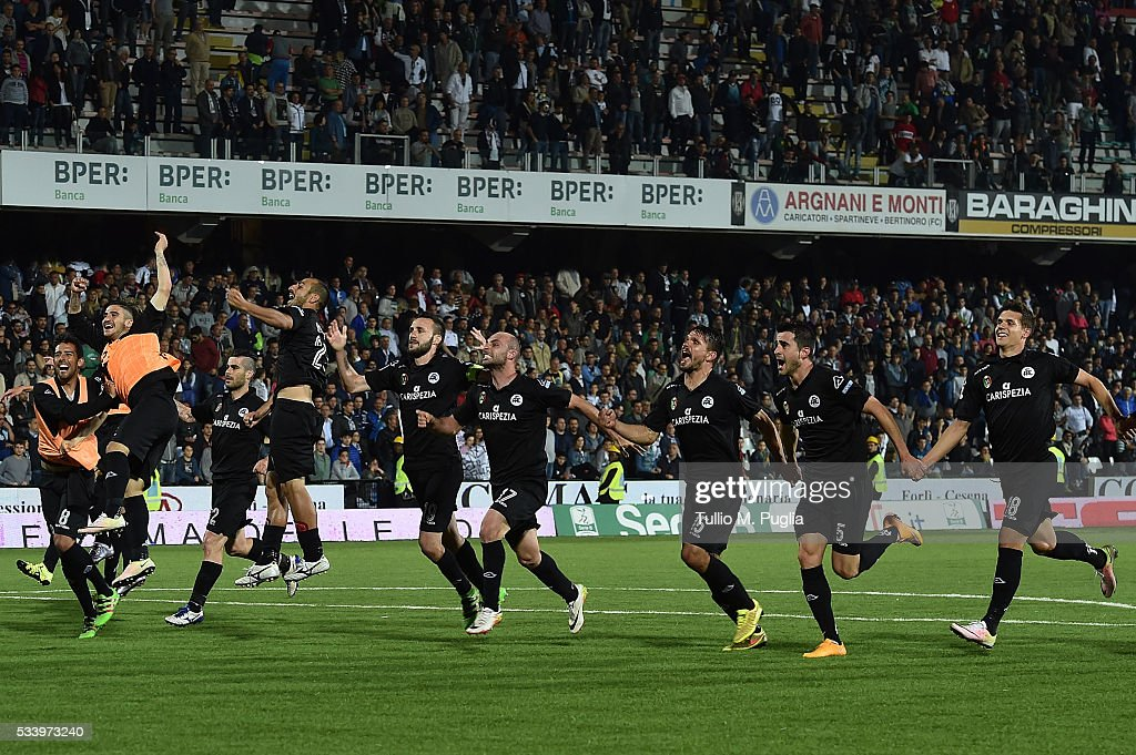 players of Spezia celebrate after winning the Serie B playoff match between AC Cesena and AC Spezia on May 24, 2016 in Cesena, Italy.