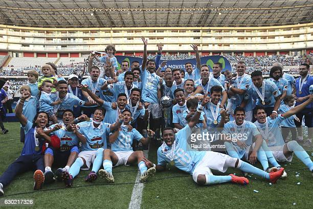 Players of Sporting Cristal celebrates after winning a second leg final match between Sporting Cristal and FBC Melgar as part of Liguilla 2016 at...
