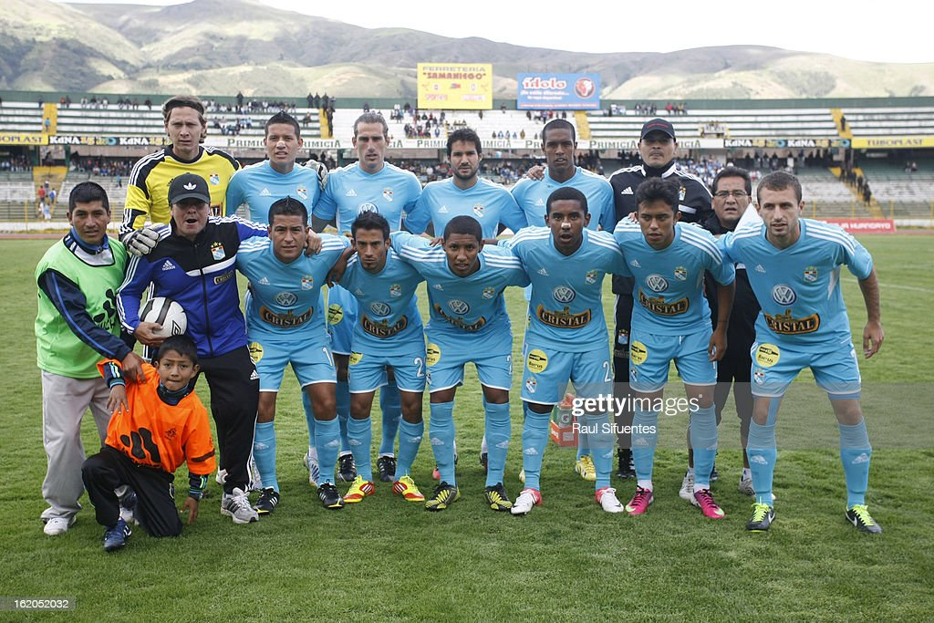 Players of Sporting Cristal pose before a match between Sport Huancayo and Sporting Cristal as part of The 2013 Torneo Descentralizado at the Huancayo Stadium on February 18, 2013 in Huancayo, Peru