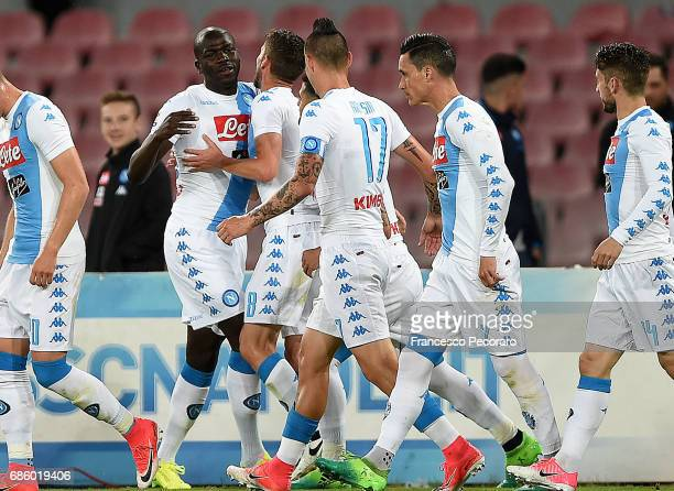 Players of SSC Napoli celebrate the 10 goal scored by Kalidou Koulibaly during the Serie A match between SSC Napoli and ACF Fiorentina at Stadio San...