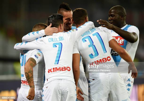 Players of SSC Napoli celebrate the 30 goal scored by Dries Mertens during the Serie A match between SSC Napoli and ACF Fiorentina at Stadio San...