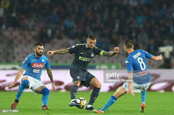 Players of SSC Napoli Elseid Hysaj and Jorginho vies with FC Internazionale player Mauro Icardi during the Serie A match between SSC Napoli and FC...