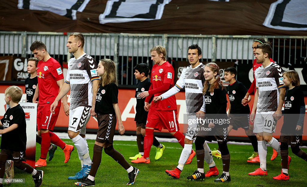 Players of St. Pauli walk onto the pitch during the second Bundesliga match between FC St. Pauli and RB Leipzig at Millerntor Stadium on February 12, 2016 in Hamburg, Germany.