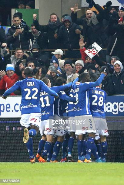 Players of Strasbourg celebrate the second and winning goal during the French Ligue 1 match between RC Strasbourg Alsace and Paris Saint Germain at...