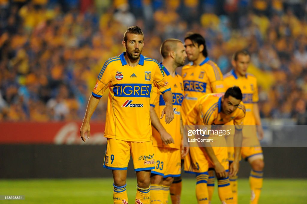 Players of Tigres prepare for a corner shot during a match between Tigres and Monterrey as part of the Play offs of the Torneo Clausura 2013 on May 11, 2013 in Monterrey, Mexico.